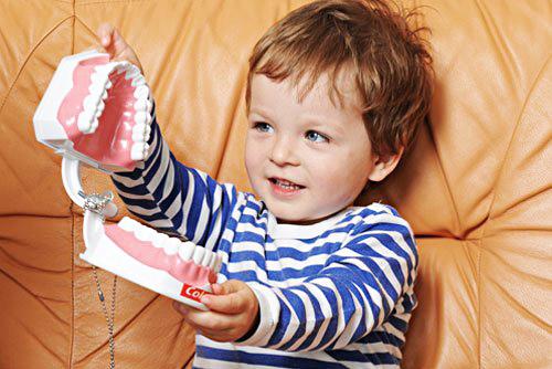 Причины возникновения и лечение детского кариеса