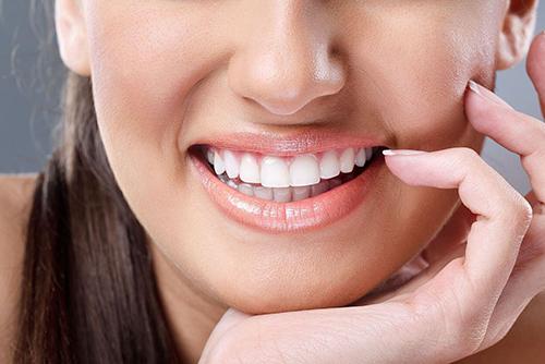 Виниры на зубы и их особенности