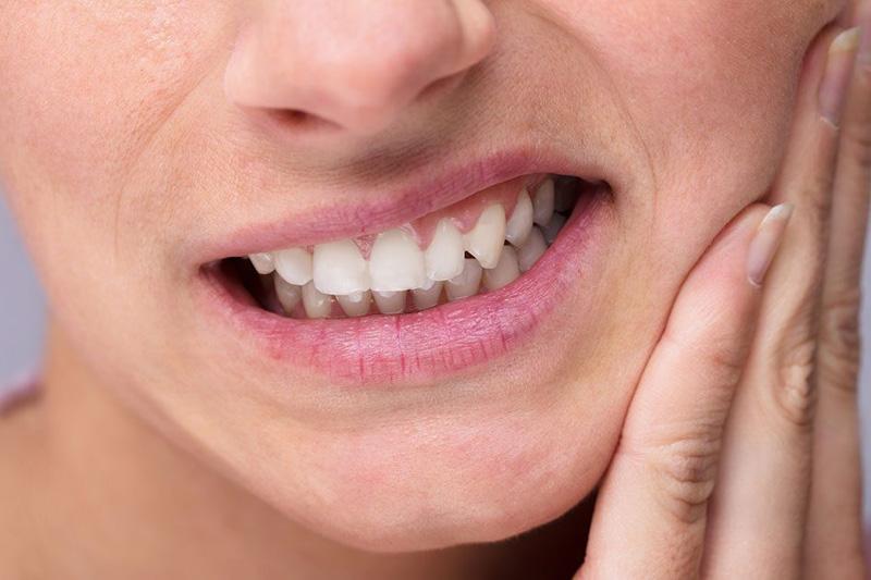Почему болят зубы от холодного